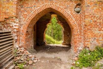 Замок Грос Вонсдорф. Вход в башню Канта со двора