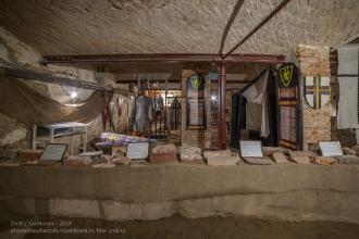 Подвал Янтарного замка. Выставка старинного кирпича из развалин замков Восточной Пруссии