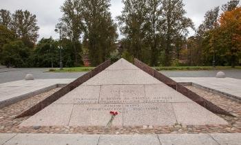 Памятник жертвам Кронштадтского восстания. 1921 год. Фото
