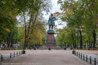 Памятник Петру I - основателю Кронштадта. Фото
