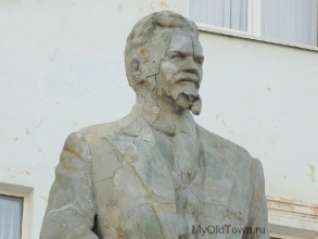 Памятник Калинину. Фрагмент. Фото Волгограда