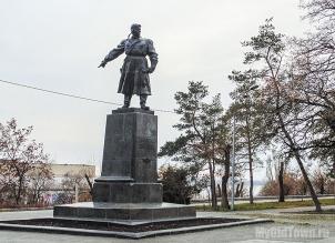 Памятник Хользунову. Волгоград. Фото 2015 года