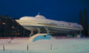 Фото памятника Метеору 1 у кинотеатра Сормовский. 2003 год