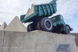 Такими бетонными блоками перегораживали русло Енисея при строительстве Красноярской ГЭС