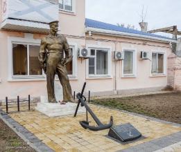 Ейск. Памятник подвигу военных моряков