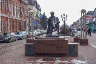 Ейск. Памятник Сергею Бондарчуку