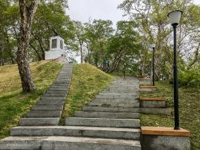 Подъем к памятнику героям III батареи лейтенанта А.П.Максутова