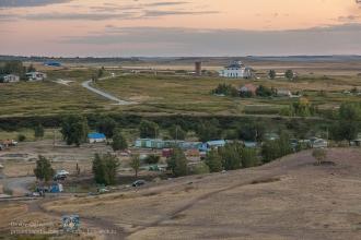 Вечер на Аркаиме. Фото с горы Шаманки. Вид на Музей природы и человека