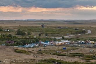 Вечер на Аркаиме. Фото с горы Шаманки. Вид на мельницу
