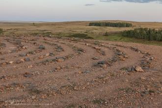 Каменные спирали на вершине горы Шаманки. Заповедник Аркаим