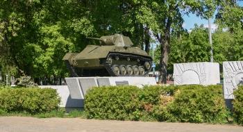 Боевая машина. Памятник. Фото