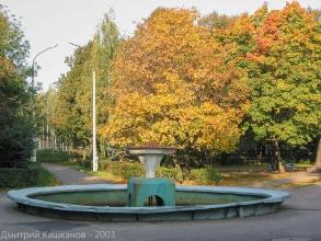 Автозаводский парк. Маленький фонтан в конце главной аллеи