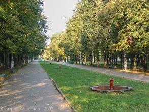 Старые маленькие фонтанчики в Автозаводском парке. Фото 2003 года