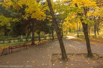Сквер у памятника - пушки. Автозаводский парк. Фото 2014 года