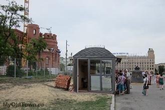 Собор Александра Невского в Волгограде. Церковная лавка. Май 2018 года