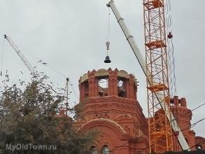 Собор Александра Невского в Волгограде.  Поднятие колоколов. Ноябрь 2018 года