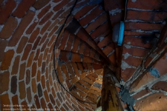 Правдинск. Георгиевская церковь. Винтовая лестница - взгляд вверх