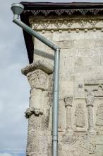 Георгиевский собор. Угловая колонна с резьбой по камню