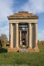 Открытая звонница, построенная в честь победы над Наполеоном