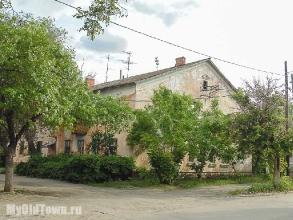 Улица Ухтомского дом 21. Старый жилой дом. Волгоград. Фото