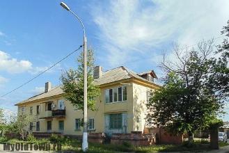 Улица Ухтомского дом 35. Старый жилой дом. Волгоград. Фото