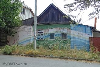 Улица Донецкая. Частный дом с радугой