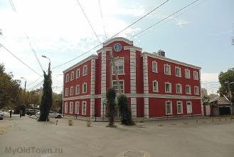 Улица Донецкая. Современное здание гостиницы