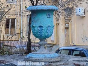 Улица Мира, дом 26. Украшение во дворе. Фото Волгограда
