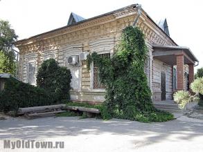 Улица Козловская дом 43А. Дом причта при Крестовоздвиженской церкви. Фото Волгограда