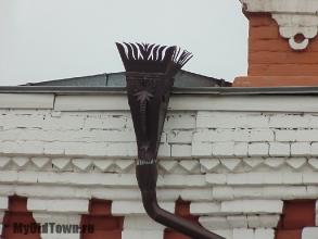 Улица Невская дом 3. Банк Кор. Фото водосточной трубы