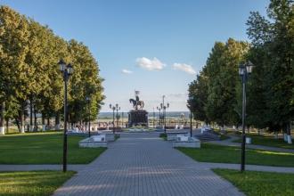 Памятник князю Владимиру и Святителю Федору в парке Пушкина. Фото