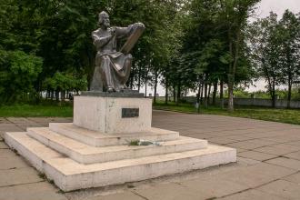 Фото Владимира. Памятник Андрею Рублеву на Соборной площади. Фото 2004 г.