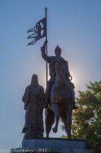 Памятник князю Владимиру и Святителю Федору. Фото