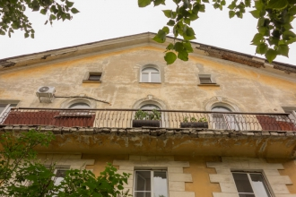 Старые дома в Дзержинске. Длинный балкон
