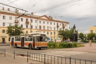 Проспект Дзержинского. Площадь Маяковского. Оранжевый троллейбус