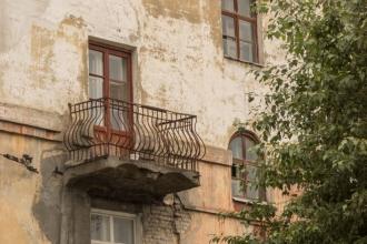 Балкон с коваными решетками. Фото Старого города. Дзержинск