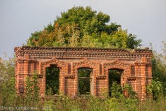 Село Толба. Фото старого дома с зеленой крышей