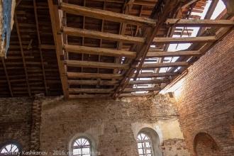 Старая крыша церкви. Толба. Фото