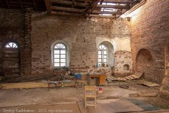 Внутри церкви Дмитрия Солунского. Фото