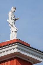 Технический университет. Скульптуры на крыше. Нижний Новгород