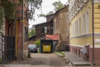 Улица Ильинская, 58В. Старые деревянные дома во дворах.