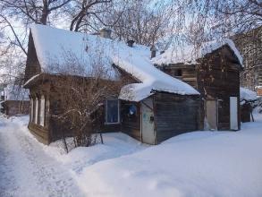 Ул. Новосолдатская, 8. Заколоченный деревянный дом