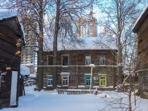 Ул. Новосолдатская, 10. Заколоченный деревянный дом
