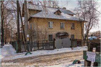 Улица Афанасьева. Старый двухэтажный дом. Фото