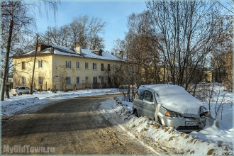 Улица Афанасьева. Разбитый автомобиль. Фото