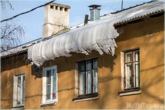 Снежный козырек. Улица Афанасьева. Нижний Новгород. Фото