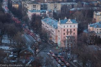 Автомобильная пробка на улице Белинского. Дом 41. Фото
