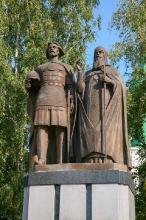 Нижегородский Кремль. Памятник основателю города и его наставнику. Фото