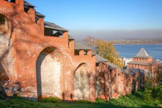 Нижегородский Кремль. Ивановская башня и крепостная стена. Фото
