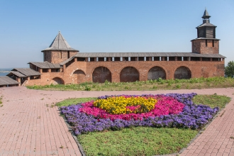 Северная и Часовая башни Нижегородского кремля. Фото